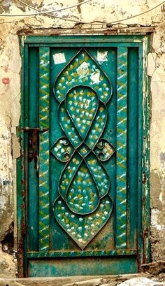 Door in Jeddah, Saudi Arabia Cool Doors, Unique Doors, Doors Galore, When One Door Closes, Knobs And Knockers, Door Knobs, Door Gate, Painted Doors, Closed Doors