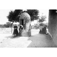 """UN POZO DE AGUA POTABLE EN EL BARRIO DE """"LA CALIFORNIAS"""", DE MADRID, EN UNA IMAGEN DE 1906 _Pacifico"""