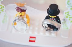 Lego Bride & Groom Wedding Set (Ring shot)