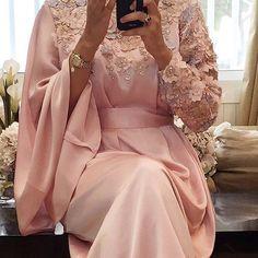 New color Price. 1600 Dhs/Riyal/Dinar We deliver worldwide. Arab Fashion, Islamic Fashion, Muslim Fashion, Modest Fashion, Fashion Dresses, Hijab Evening Dress, Hijab Dress Party, Estilo Abaya, Mode Abaya