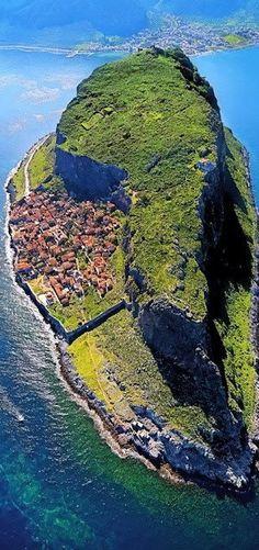 #Monemvasia, #Peloponnese, #Greece http://en.directrooms.com/hotels/district/2-55-1354-27973/