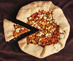 Roasted Vegetable Galette with Goat Cheese - and other ideas for a vegetarian Thanksgiving main dish Vegetarian Thanksgiving Main Dish, Thanksgiving Recipes, Canadian Thanksgiving, Summer Pie, Galette Recipe, Vegan Christmas, Roasted Vegetables, Veggies, Vegetarian Recipes