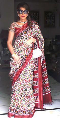 Online saree shopping made easy! Shop this glitzy multi colour printed saree for festival and party. Indian Silk Sarees, Ikkat Silk Sarees, Crepe Saree, Cotton Saree, Fancy Blouse Designs, Saree Blouse Designs, Choli Dress, Stylish Sarees, Saree Shopping