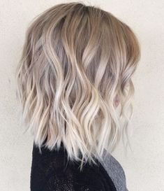 This white blonde is more on the face too and perfect . even a sweet lengthThis white blonde is more on the face too and it's perfect . even a sweet Look for Balayage Blonde Bayalage Hair, Brown Blonde Hair, Hair Color Balayage, Ombre Balayage, Blonde Waves, Short Blonde, Blonde Honey, Balyage Bob, Ash Blonde Balayage Short