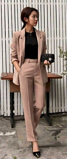 21 Trendy Business Casual Outfits für Frauen Trying to decode trendy business casual outfits depends on your workplace. Trendy Business Casual is often associated with orderly, con … Business Attire For Young Women, Summer Business Attire, Formal Business Attire, Business Casual Outfits For Women, Office Outfits Women, Summer Work Outfits, Casual Work Outfits, Mode Outfits, Denim Outfits
