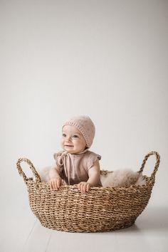 Newborn Photography, Photography Ideas, Baby Newborn, Baby Month By Month, Wicker Baskets, Bassinet, Children, Photos, Photography