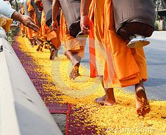 Thai People Worshipping | Pilgrimage In Thailand Stock Images - Image: 28696664