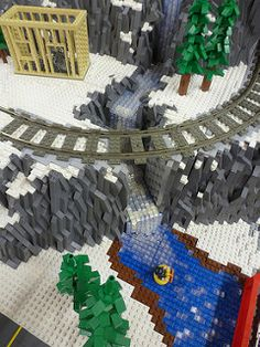 I have wanted to build three levels of trains for a long lime. Lego Winter Village, Lego Christmas, Lego Pictures, Popsicle Crafts, Lego Trains, Lego For Kids, Lego Models, Lego Projects, Legoland