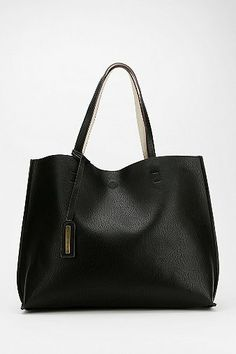 Reversible Vegan Leather Oversized Tote Bag Deals on Outfitters - Gravis Urban Tote Bag Pool Coupons, Boutique Michael Kors, Outlet Michael Kors, Sac Michael Kors, Cheap Michael Kors, Handbags Michael Kors, Mk Handbags, Purses And Handbags, Moda Fashion, Fashion Bags
