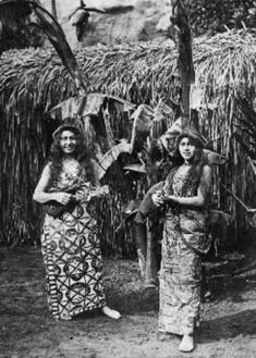size: Art Print: Two Hawaiian Women with Ukalalees Photograph - Hawaii by Lantern Press : Entertainment Vintage Hawaii, Vintage Tiki, Hawaiian Woman, Hawaiian People, Hawaiian Ukulele, Hula Dancers, Stock Art, Hawaiian Islands, Vintage Photographs