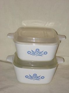 2 Pair Of Corning Ware  Cornflower  Corn Flower  22 Ounce Casseroles w Plastic Lids  P43B USA ** Visit the image link more details.(This is an Amazon affiliate link and I receive a commission for the sales)