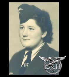 Female Helper's (Helferin) service brooch - Luftwaffe, in wear Luftwaffe, Germany Ww2, German Women, Military Women, Helfer, World War Ii, Wwii, Tweed, Badge