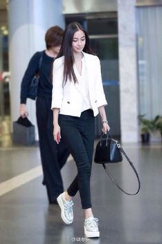 China Entertainment News: Shots of Angelababy Korean Fashion Trends, Korean Street Fashion, Party Fashion, New Fashion, Fashion Outfits, Kpop Outfits, Fall Outfits, Business Casual Attire, Angelababy