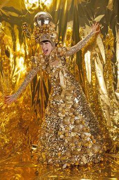 The Silver Belles - Stilt Walkers   London  UK #silver stilt walkers #gold stilt walkers #christmas entertainment Christmas Lights, Christmas Holidays, Xmas, Stilt Costume, Winter Festival, Walkabout, Interactive Activities, Christmas Costumes, Metallic Dress