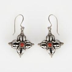 Cercei amuletă dorje dublu, argint, turcoaz și coral, Nepal #metaphora #silverjewelry #amulet #silveramulet #earrings #dorje