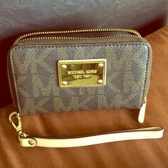 Michael Kors Wallet Good condition Michael Kors Bags Wallets