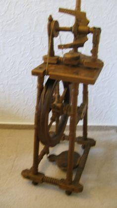 Altes-Spinnrad-ca-70-Jahre-alt