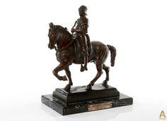 """Бронзовая скульптура """"Bartolomeo Colleoni"""", установленная на мраморное основание. Уменьшенная копия всемирно известного шедевра конного памятника кондотьеру Бартоломео Коллеони, Венеция, скульптор А.Вероккьо."""