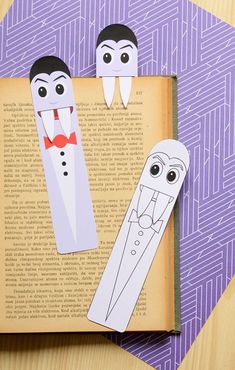 How cute are these DIY vampire Halloween bookmarks? z papieru 16 Fun and Adorable Halloween DIY Crafts for Kids Halloween Art Projects, Halloween Arts And Crafts, Paper Crafts For Kids, Halloween Activities, Halloween Cards, Halloween Diy, Diy Crafts, Bookmark Craft, Bookmarks Kids