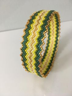 Create your bangle bead woven without loom with peyote stitch Source by perlesandco Loom Bracelet Patterns, Bead Loom Bracelets, Peyote Patterns, Bangle Bracelets, Bead Embroidery Jewelry, Beaded Embroidery, Beaded Jewelry, Bracelets, Peyote Stitch