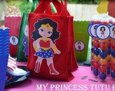 Bolsas Favor de superhéroe 10 Capitán por MyPrincessTutuBoutiq Baby Wonder Woman, Wonder Woman Birthday, Wonder Woman Party, Superhero Birthday Party, 9th Birthday, Girl Birthday, Hero Girl, Goodie Bags, Party Themes