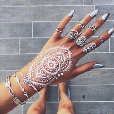 Gorgeous boho nails and rings, love the henna