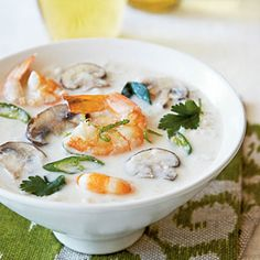 Tom Kha Gai – Sopa tailandesa com leite de coco e camarões – La Palma   Nosso Blog