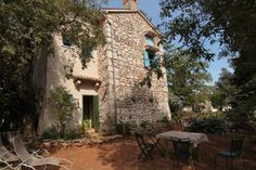 März 2020 - Gesamte Unterkunft für This is old stone House is located in a quiet and natural environment. The environment is perfect for walking, hiking , biking and windsurfing . Old Stone Houses, Mediterranean Architecture, Windsurfing, Environment, Nature, Plants, Explore, Flora, Plant