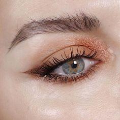 Gorgeous Makeup: Tips and Tricks With Eye Makeup and Eyeshadow – Makeup Design Ideas Eye Makeup Tips, Makeup Goals, Skin Makeup, Eyeshadow Makeup, Bronze Eyeshadow, Makeup Salon, Makeup Studio, Makeup Videos, Gorgeous Makeup