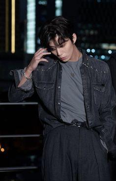 Androgynous Haircut, Sf9 Taeyang, Asian Boys, Man Crush, Hot Boys, K Idols, Pretty Boys, Rapper, Leather Jacket