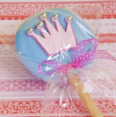 Pinner says: According to the creator of these princess cookie pops, they are easy to make and take about 15 mins. Cute for the princess theme birthday party! Princess Favors, Princess Theme Birthday, Princess Cookies, Cinderella Birthday, Princess Party, Birthday Decorations, Birthday Party Themes, Birthday Ideas, Birthday Cakes
