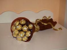 amo de bombones http://almudenaweddingideas.blogspot.com/2013/12/diy-ramos-diferentes-para-regalar.html