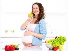 Zoom sur les aliments à privilégier et ceux à éviter pendant la grossesse.