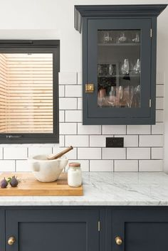 Carrara marble worktops and a lovely Shaker wall cupboard painted in Pantry Blue Може и с subway плочки за backsplash вместо пак мрамор Treatment Projects Care Design home decor Shaker Style Kitchen Cabinets, Dark Grey Kitchen Cabinets, Wooden Kitchen Cabinets, Shaker Style Kitchens, Kitchen Cabinet Styles, Painting Kitchen Cabinets, Kitchen Tiles, White Cabinets, Kitchen Grey