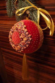"Gallery.ru / Фото #14 - ""Новогодние игрушки"" - svros Merry Christmas Jesus, Royal Christmas, Christmas Ribbon, Victorian Christmas, Diy Christmas Ornaments, Christmas Balls, Handmade Christmas, Christmas Decorations, Holiday Decor"