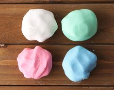 Super Soft Play Dough made with Johnson's® Baby Lotion - Crafts for kids - Babycare web Fun Diy Crafts, Fun Crafts For Kids, Toddler Crafts, Diy For Kids, Baby Crafts, Baby Sensory Play, Sensory Activities Toddlers, Indoor Activities For Kids, Soft Playdough Recipe