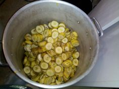 How to Make Homemade Banana Wine – Celebration Generation Homemade Wine Recipes, Homemade Alcohol, Beer Recipes, Alcohol Recipes, Gourmet Recipes, Dog Food Recipes, Cooking Recipes, Wine And Liquor, Wine And Beer