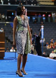 Michelle Obama, a Primeira Dama dos EUA, com um vestido Diane von Furstenberg, durante a campanha eleitoral de Barack Obama.    Conheça a colecção Diane von Furstenberg na… Tons de Lua