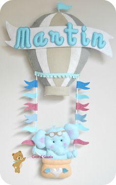 Globo aerostático en fieltro con elefante azul bebé Felt Crafts, Diy And Crafts, Sewing Projects, Projects To Try, Diy Y Manualidades, Baby Door, Felt Banner, Felt Wreath, Baby Shawer