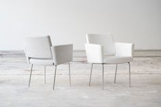 Metro with four legged base is a classic since This versatile chair is excellent for conference- and break rooms. Break Room, Four Legged, Dining Chairs, Furniture, Home Decor, Collection, Decoration Home, Room Decor, Dining Chair