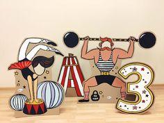 Фотозона из картона в стиле Цирк с силачем и гимнасткой / Cardboard photozone Circus