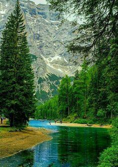 Pragser Wildsee , alebo Lake Prags , Lake Braies ( talianska : Lago di Braies ; Nemec : Pragser Wildsee ) je jazero v Prags Dolomitoch v Južnom Tirolsku , Taliansko . Patrí k obec Prags, ktorá sa nachádza v údolí Prags .