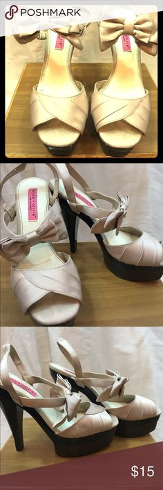 Alice & Olivia for Payless Platform Bow heels Alice & Olivia Platforms heels from the Payless collection that debuted a few years back. Shoes have been worn a handful of times and have slight wear. Soles are scuffed, and minor wear on fabric otherwise in great condition! Alice + Olivia Shoes Heels