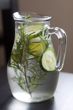 Get the family excited about water with this rosemary and cucumber recipe, it's refreshing!