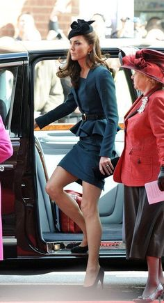 Kate Middleton aka Duchess of Cambridge in Leicester to launch the Diamond Jubilee with The Queen & Prince Philip (both not pictured). Style Kate Middleton, Kate Middleton Photos, Prince William And Kate, William Kate, Prince Philip, Royal Fashion, Look Fashion, Duchesse Kate, Pantyhosed Legs