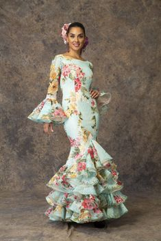 Traje de flamenca de Aires de Feria 2019. Modelo Abril. Spanish Dress, Beauty Awards, Fishtail, Traditional Dresses, Plus Size Fashion, How To Make, How To Wear, Dance, Formal