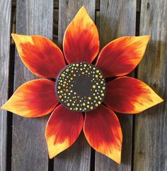 Reclaimed Wood Flower - Outdoor Fall Decoration - a unique home & garden art gift for gardeners garden lovers and outdoor fall decoration Arte Pallet, Pallet Art, Outdoor Flowers, Wood Flowers, Wooden Projects, Wooden Crafts, Yard Art, Pallet Crafts, Wood Creations