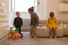 """""""We all live in a yellow submarine""""  con Alessandra Saccani Massimo Zoppini  CLIO: http://www.cocochic.it/it/home/310-abito-maniche-lunghe-senape.html GRETA: http://www.cocochic.it/it/home/284-maglio-con-ampio-cappuccio.html http://www.cocochic.it/it/home/359-collant-antracite-pois-grigio.html NICCOLÒ: http://www.cocochic.it/it/home/273-pullover-verde-bosco.html http://www.cocochic.it/it/home/271-jeans-denim-.html"""