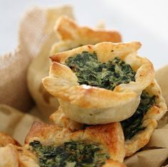 These Spinach & Ricotta Tarts with puff pastry make the most delicious little party food... or lazy lunch. Quick and easy to prepare (and freezable!).