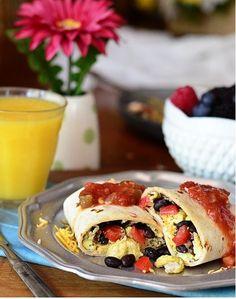 این بوریتوی های خوشمزه را میتوان سر میز صبحانه میل کرد یا در پلاستیک پیچید و همراه خود برد و در مسیر نوش جان کرد.